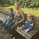 Актриса со своими детьми