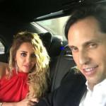 Александр с женой в машине