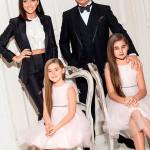 С мужем и дочерьми
