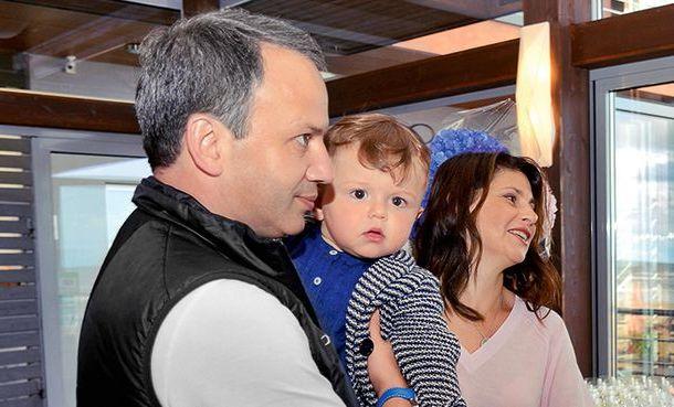 Дворкович с сыном и женой