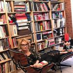 Эвелина дома в библиотеке