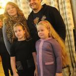 Михаил Полицеймако с женой и дочками