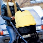 Ольга гуляет с маленьким сыном