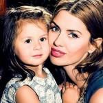 Анжелина с мамой