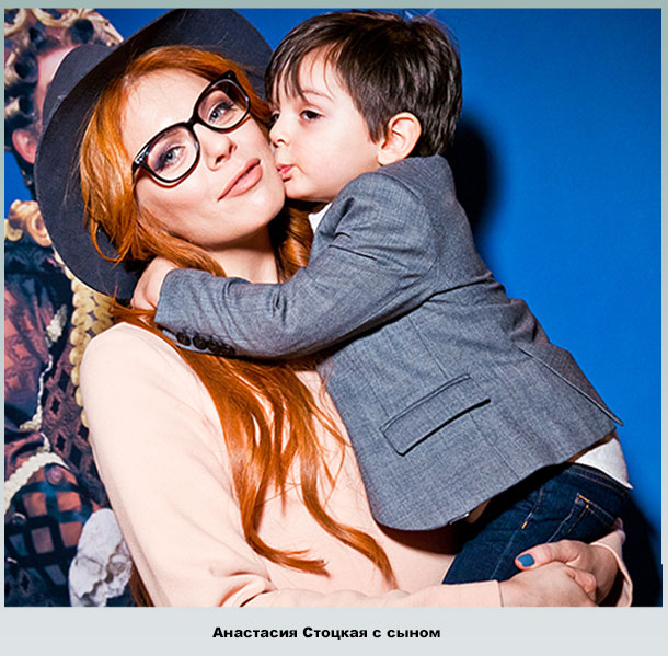 Маленький Александр на руках у мамы