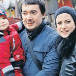 Анна с мужем Олегом и сыном Добрыней