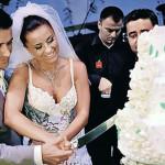 Ани Лорак с мужем разрезают свадебный торт