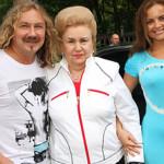 Игорь Николаев с мамой и женой