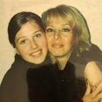 Карина с мамой