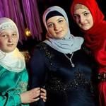 Медни Кадырова со старшими дочерьми