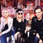 С мужем и тремя детьми