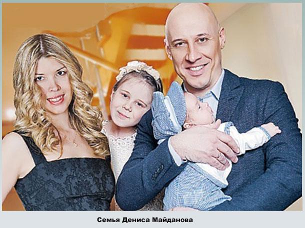 Денис с женой Натальей, дочкой Владой и сыном Арсением