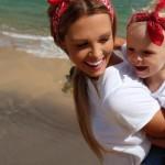 Стефания на море с мамой