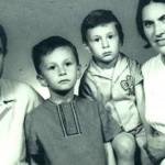 Валерий с родителями и братом