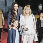 Вместе с дочерью и внучкой