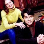 Супруги дома на кухне