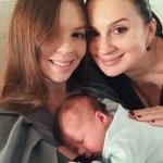 Екатерина Стриженова с дочкой и внуком