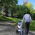 На прогулке с сыном