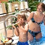 С сыном в бассейне