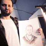 Домашнее фото со своим портретом