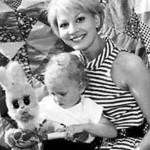 Архивное фото с маленьким сыном