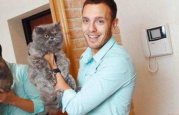 Тимур Соловьев со своим котом