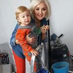 Василиса с сыном делают ремонт