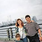 С семьей на набережной Нью-Йорка ( 1998 год)