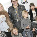 Рома Жуков с семьей во время одного из выходов в свет