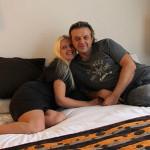 Рома и Елена в домашней обстановке