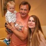 С женой Елизаветой и сыном
