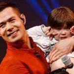С трехлетним сыном на сцене
