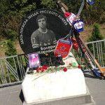 Памятник на ленинградском шоссе на месте гибели спортсмена