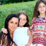 Виктория с дочерьми