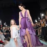 Снаткина с дочкой на показе мод
