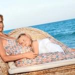 Беременная Наталья с дочерью