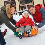 Дмитрий Мананников и Евгения Добровольская с дочкой