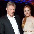 Песков с женой Татьяной Навкой