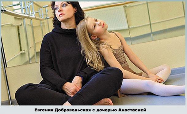 С младшей дочерью в танцклассе