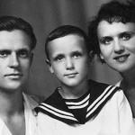 Николая в детстве с родителями