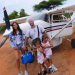 Семья Джигана у самолета