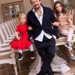 Стас с младшими дочерьми