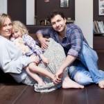 Актриса с мужем и дочкой