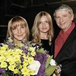 Елена Проклова с мужем и дочерью
