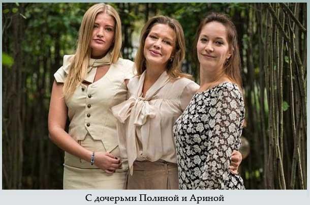 С дочерьми Полиной и Ариной