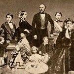 Принц Альберт и королева Виктория с детьми