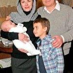 Актер с женой и сыновьями