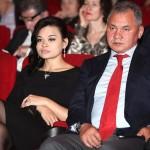 Сергей Шойгу с младшей дочкой