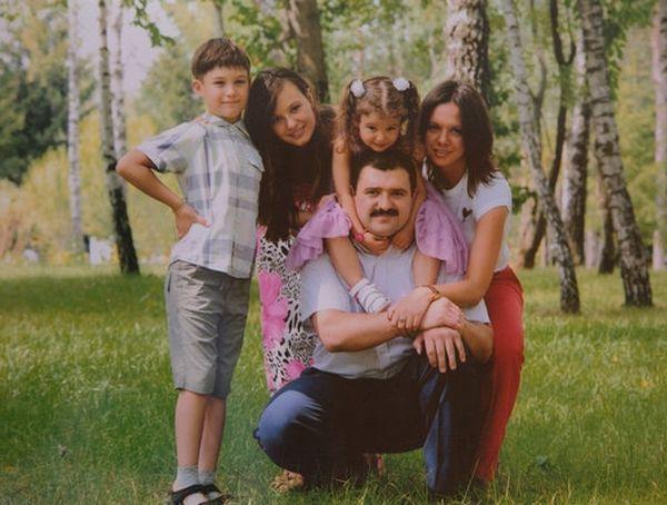 Старший сын Виктор с женой и детьми