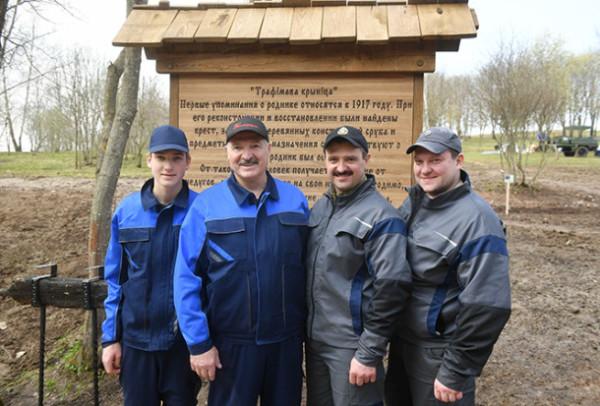 Александр Лукашенко со своими сыновьями